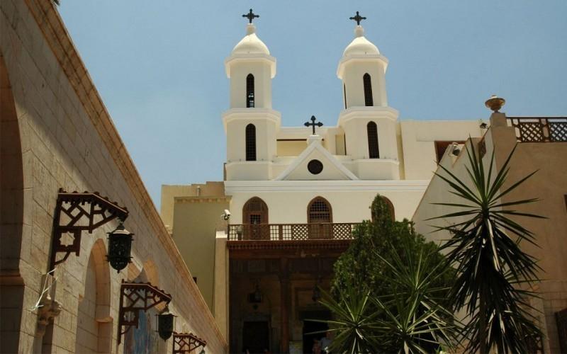 الكنيسة المعلقة للسيدة مريم العذراء