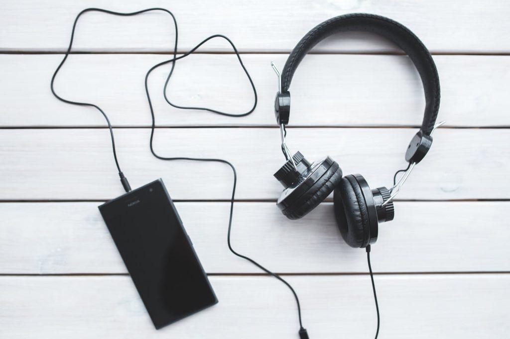 استمع إلى اللغة باستمرار