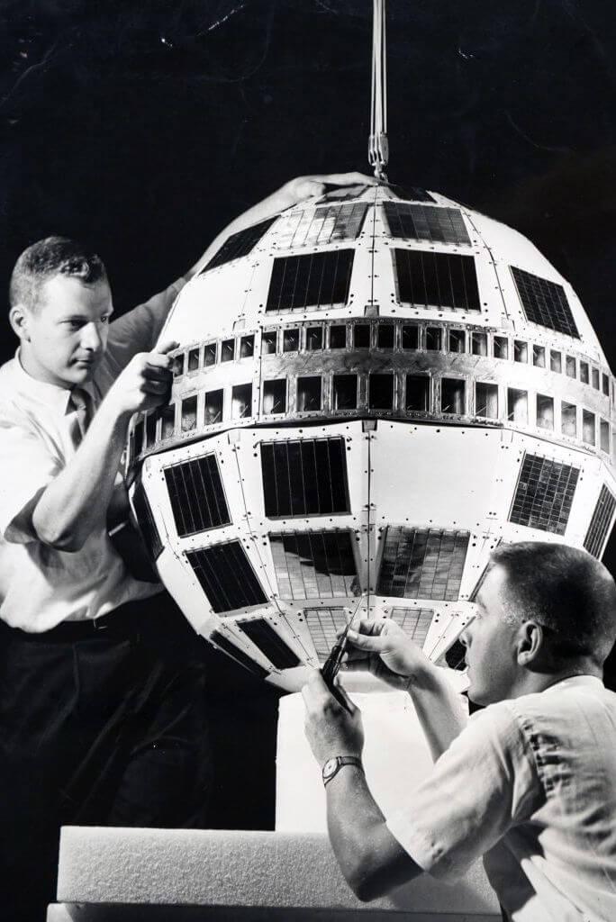 الاتصالات الفضائية