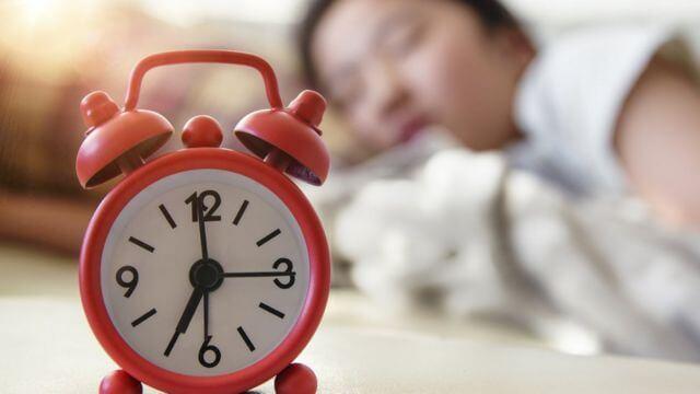 النوم لمدة لا تقل عن 8 ساعات ولا تزيد عن 8 ساعات