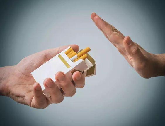تجنب الاختلاط بالأصدقاء المدخنين